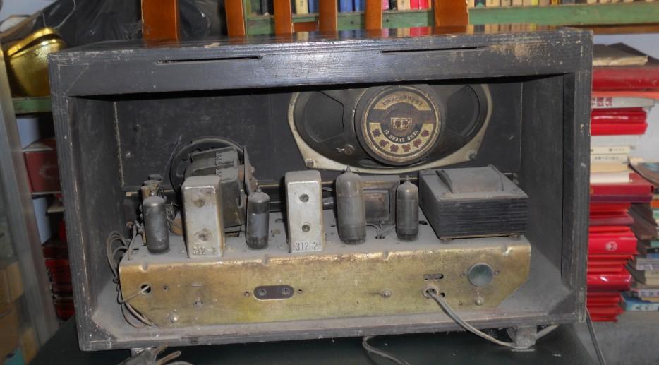 红旗581电子管收音机一台