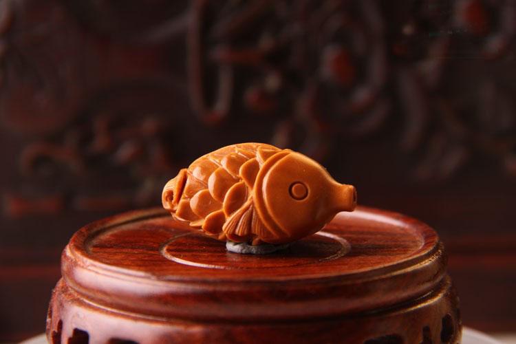 古玩竹木雕漆器 → 橄榄核手机链 年年有鱼 苏工橄榄胡橄榄核雕   此
